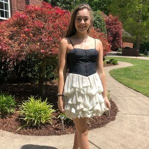 𝓖𝓸𝓻𝓰𝓮𝓸𝓾𝓼 boutique black and white dress